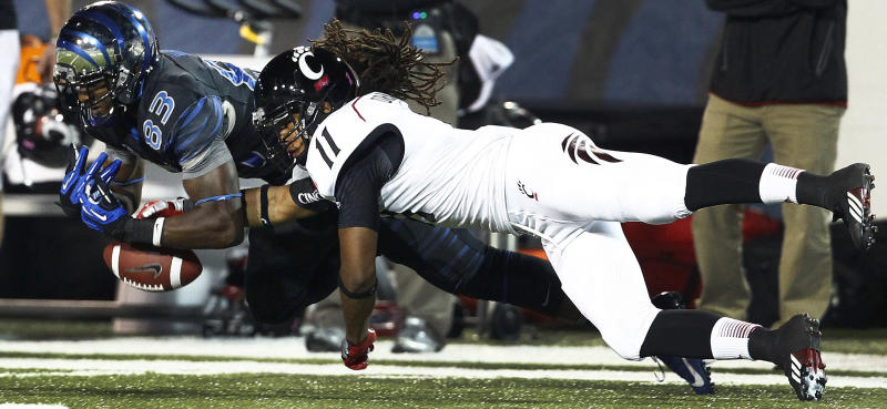 Brendon Kay helps Cincinnati beat Memphis 34-21