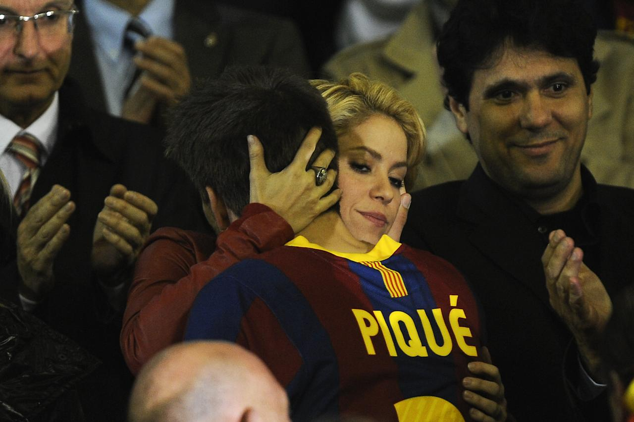 VALENCIA, SPAIN - APRIL 20: Shakira comforts Gerard Pique of Barcelona after beig defeated at the end of the Copa del Rey Final between Real Madrid and Barcelona at Estadio Mestalla on April 20, 2011 in Valencia, Spain.  (Photo by David Ramos/Getty Images)