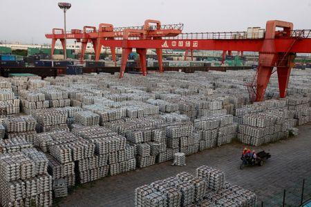 Obama files trade complaint against China's aluminum dumping at WTO