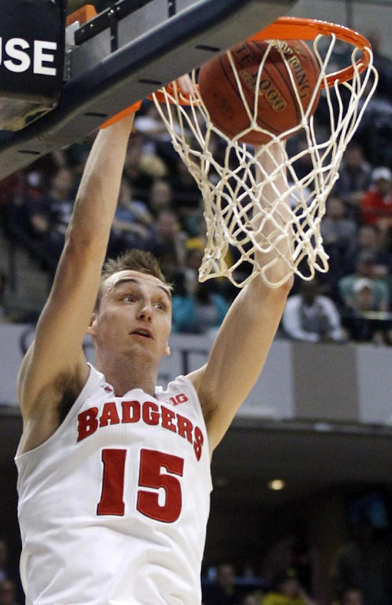 Wisconsin sticks close to home to open NCAAs
