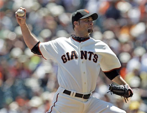 Giants extend home dominance over Athletics, 4-0