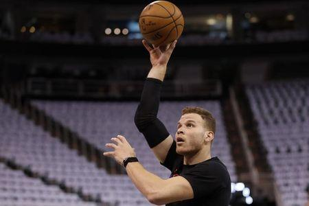 Blake Griffin leaves Game 3 with bruised right big toe