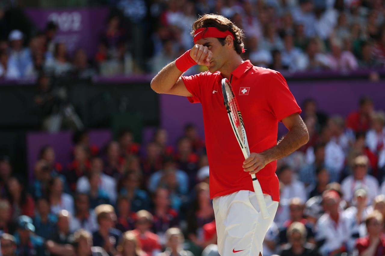LONDON, ENGLAND - AUGUST 05:  Roger Federer of Switzerland reacts against Andy Murray of Great Britain during the Men's Singles Tennis Gold Medal Match on Day 9 of the London 2012 Olympic Games at the All England Lawn Tennis and Croquet Club on August 5, 2012 in London, England.  (Photo by Clive Brunskill/Getty Images)