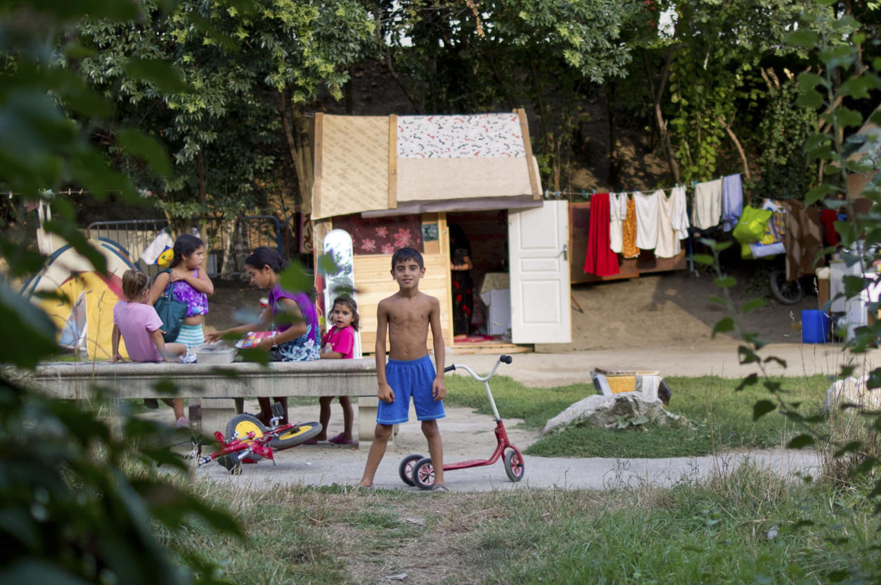 """Children from Romania families play in front of makeshift shelters housing their families in a camp near the Garonne river in Toulouse, September 11, 2012. Around 130 Roma, referred to as """"Gens du Voyage"""", live in this illegal camp, a low-lying area liable to flooding, without electricity and running water. Picture taken  September 11, 2012 . REUTERS/Bruno Martin (FRANCE - Tags: SOCIETY IMMIGRATION)  ATTENTION EDITORS FRENCH LAW REQUIRES THAT FACES OF MINORS ARE MASKED IN PUBLICATIONS IN FRANCE"""