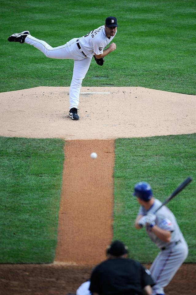 DETROIT, MI - OCTOBER 13:  Justin Verlander #35 of the Detroit Tigers throws a pitch against the Detroit Tigers in Game Five of the American League Championship Series at Comerica Park on October 13, 2011 in Detroit, Michigan.  (Photo by Kevork Djansezian/Getty Images)