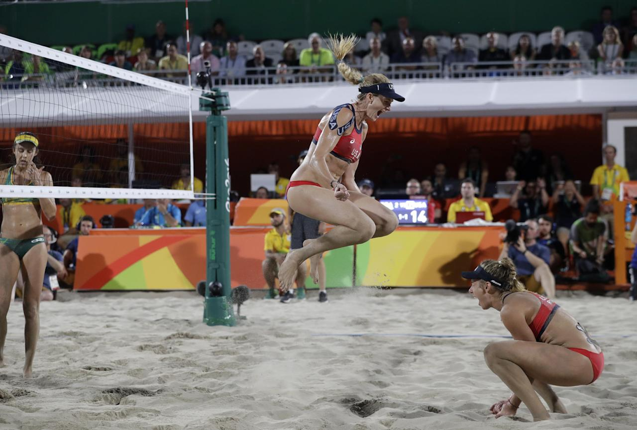 United States' Kerri Walsh Jennings, center, celebrates with teammate April Ross, right, after defeating Brazil during the women's beach volleyball bronze medal match of the 2016 Summer Olympics in Rio de Janeiro, Brazil, Wednesday, Aug. 17, 2016. (AP Photo/Marcio Jose Sanchez)