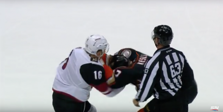 Coyotes' Max Domi delivers brutal one-punch knockout to Ducks' Ryan Kesler