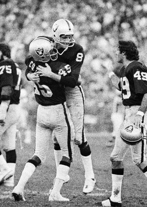 Raiders' Guy becomes 1st punter inducted into HOF
