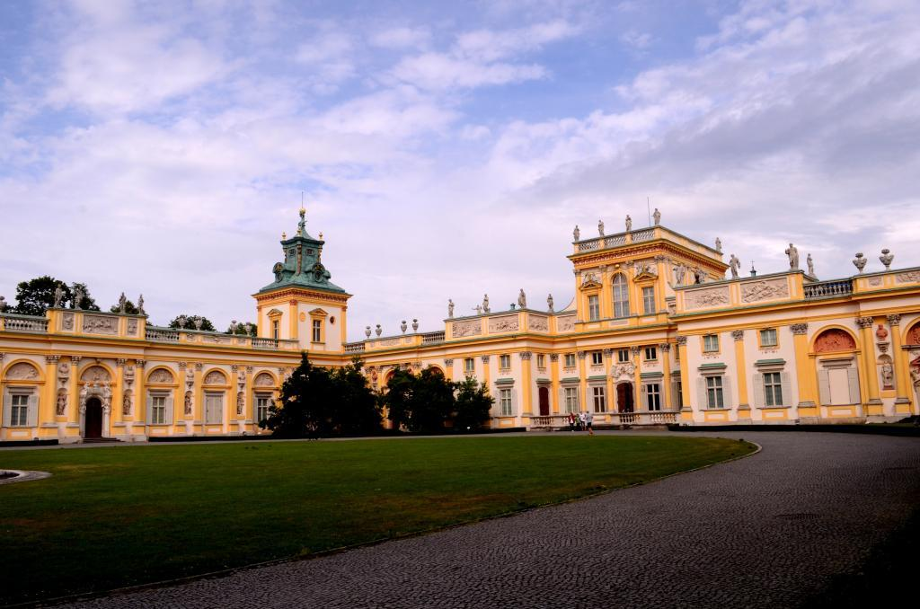 Warsaw is a city of palaces and castles, surrounded by with parks, of which I am told that there are more than 30 in the city.  We visit the 17th-century baroque residence of the Polish monarch, the Wilanow Palace that is nestled in lush greenery. Paintings and sculptures adorn this beautiful palace, which has changed hands several times between royalty and aristocracy, and has eventually been destroyed during the World War II before being restored again.