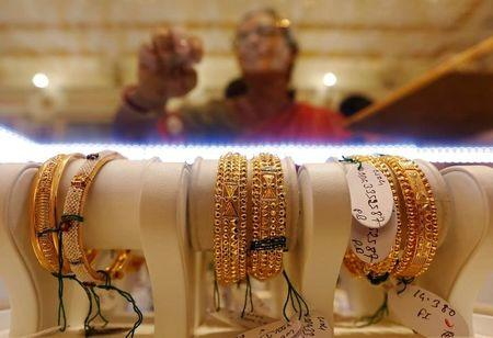 Gold steady, finds support from geopolitical worries