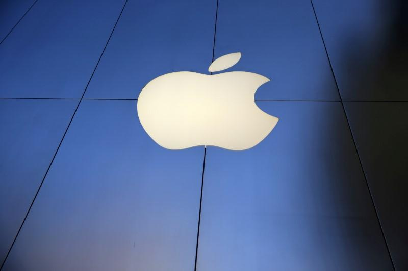 Apple and Foxconn to bid for Toshiba's chip business