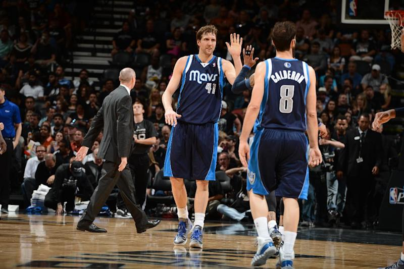 Mavs roll past Spurs 113-92, even series at 1-1