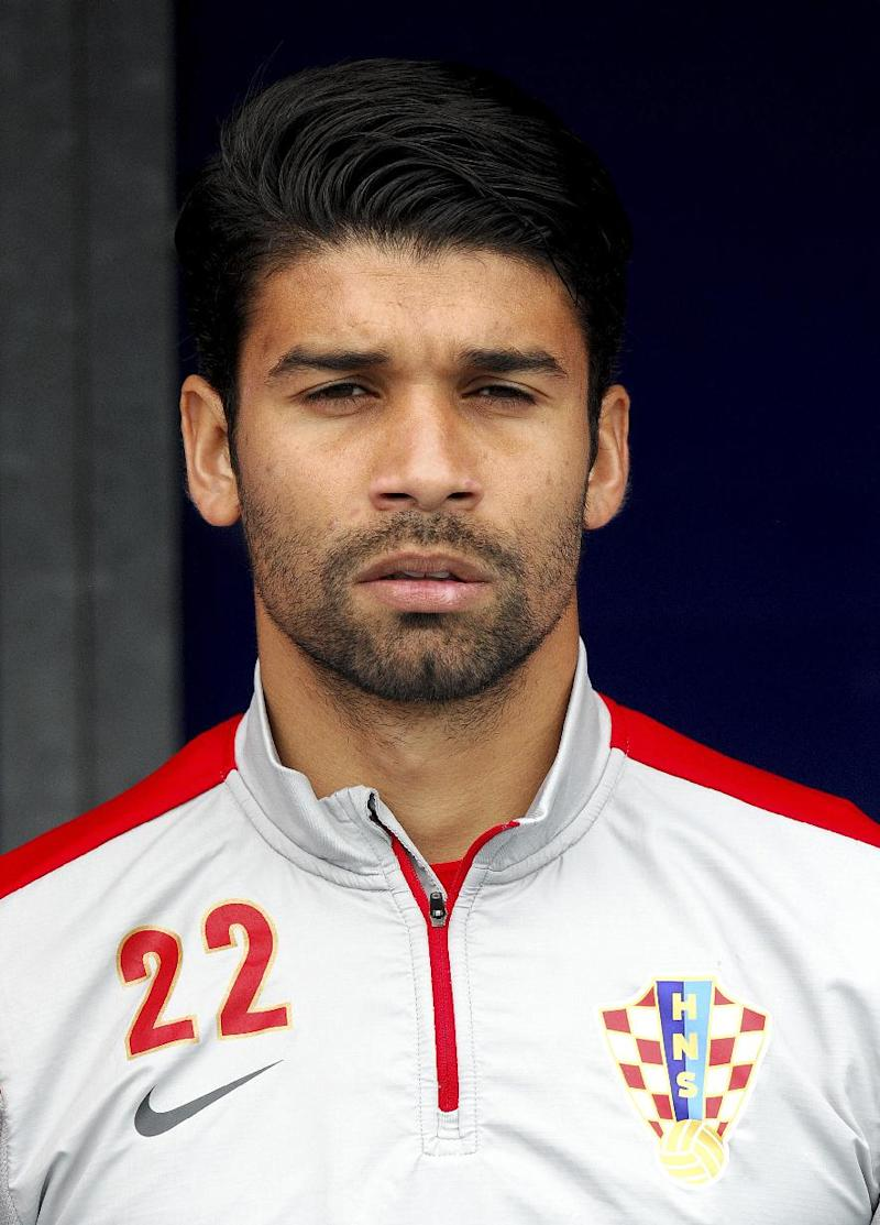 Croatia's forward Eduardo da Silva listens to the national anthem before the start of the 2014 World Cup international friendly football match between Croatia and Mali on May 31, 2014 in Osijek
