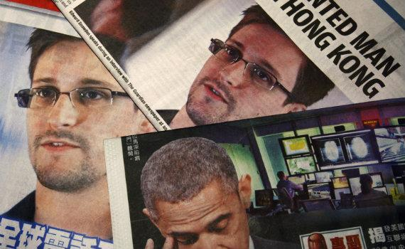 570_Snowden_Papers_Reuters.jpg