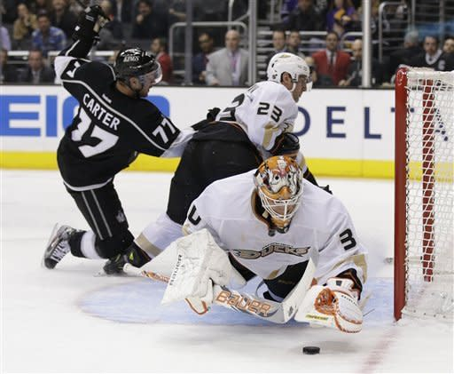Kings beat Ducks 5-2 to win 4th in a row