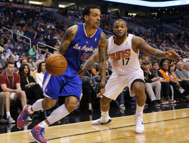 Clippers rally from 17 down to beat Suns 112-108