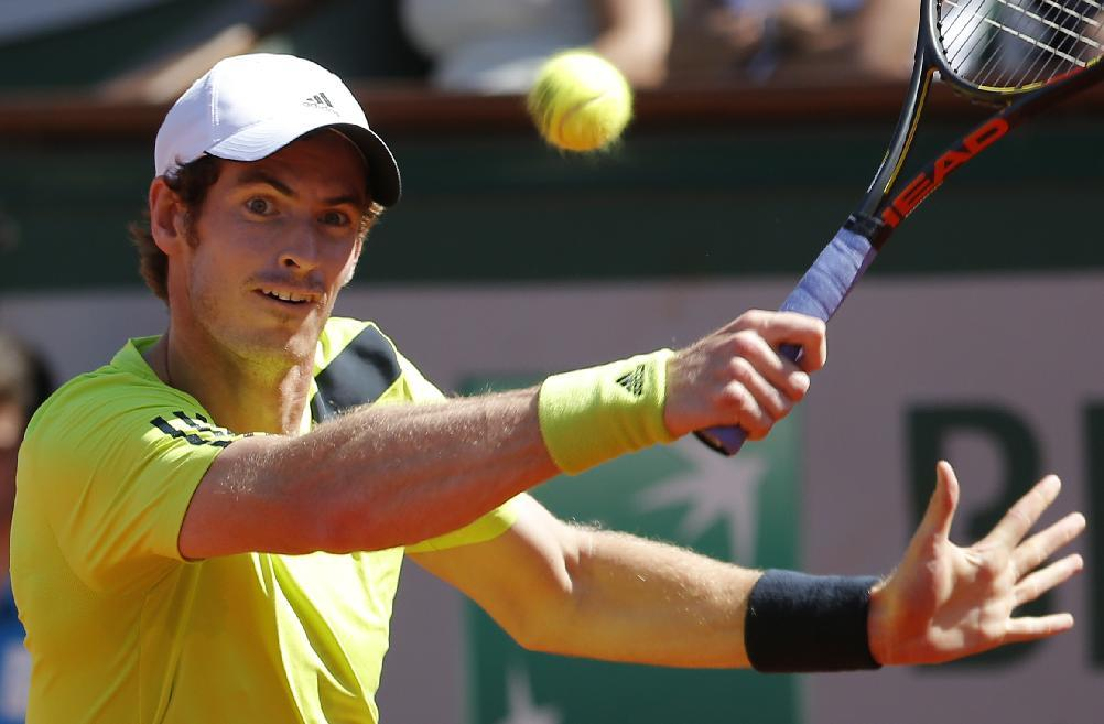 Britain's Andy Murray returns the ball to Spain's Rafael Nadal during their semifinal match of  the French Open tennis tournament at the Roland Garros stadium, in Paris, France, Friday, June 6, 2014. (AP Photo/Michel Euler)