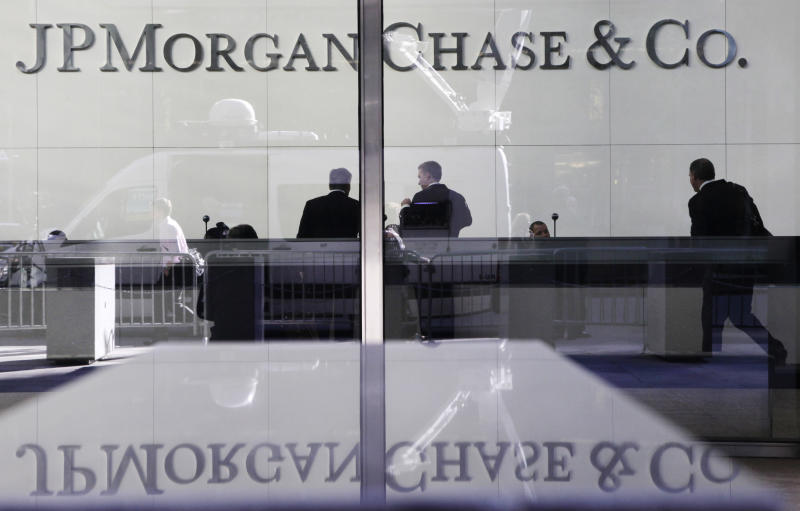 Moody's sees big banks' risks of 'outsized losses'