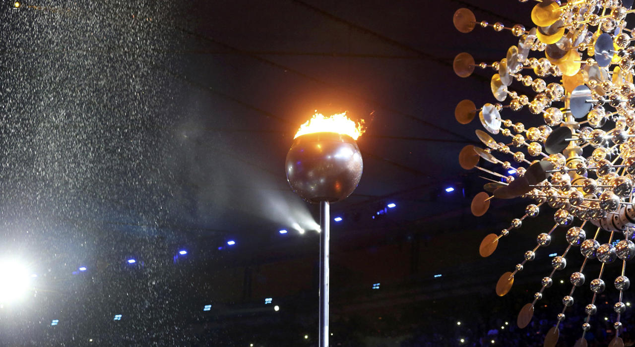<p>The Olympic flame is pictured before being extinguished during the closing ceremony at the 2016 Rio Olympics. (REUTERS/Sergio Moraes) </p>