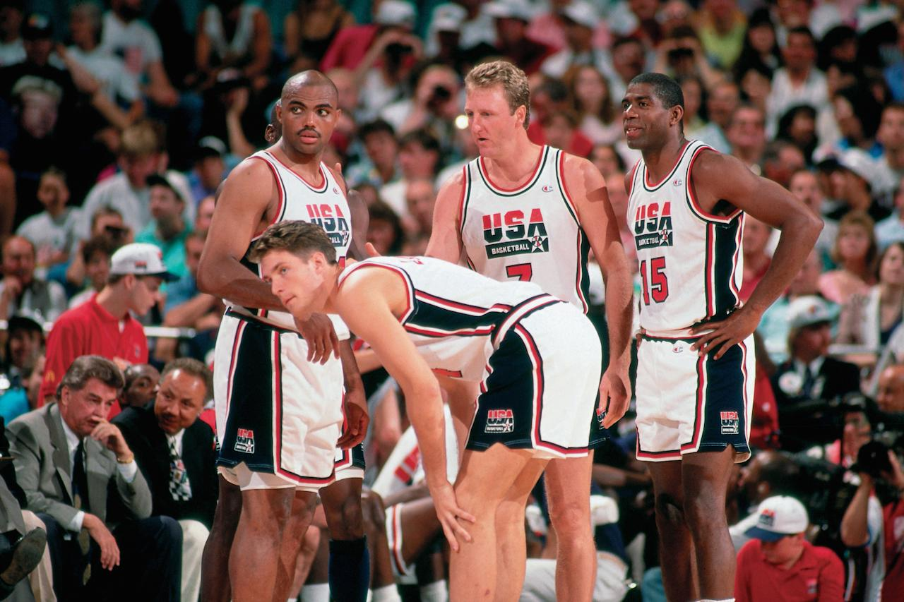 BARCELONA, SPAIN - 1992:  (L-R) Charles Barkley, Christian Laettner, Larry Bird #7 and Magic Johnson #15 of the United States National Team discuss strategy during the1992 Summer Olympics in Barcelona, Spain.  NOTE TO USER: User expressly acknowledges that, by downloading and or using this photograph, User is consenting to the terms and conditions of the Getty Images License agreement. Mandatory Copyright Notice: Copyright 1992 NBAE (Photo by Andrew D. Bernstein/NBAE via Getty Images)