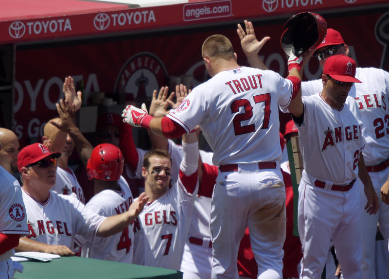Wilson helps Angels complete sweep of White Sox