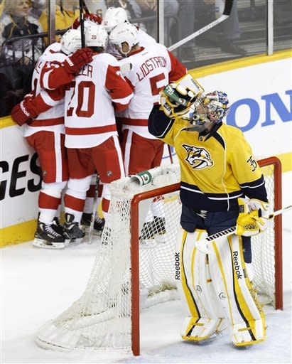 Red Wings even series with Predators at 1