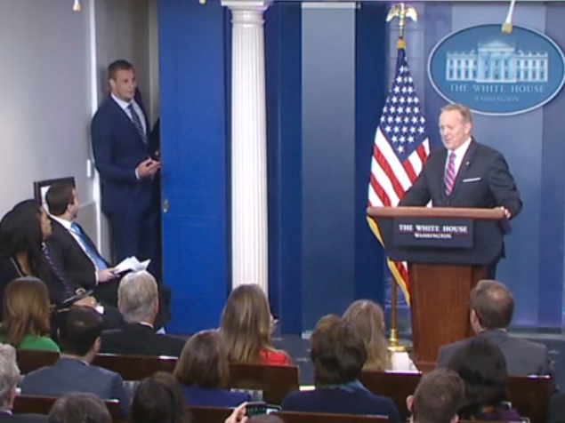 Patriots tight end Rob Gronkowski interrupts White House press briefing