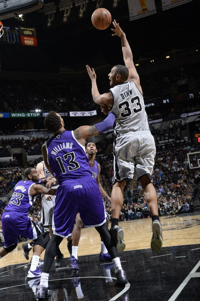 Big 3 powers Spurs past Kings, 112-104