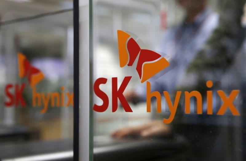 SK Hynix in talks with Japanese investors for joint Toshiba chip bid