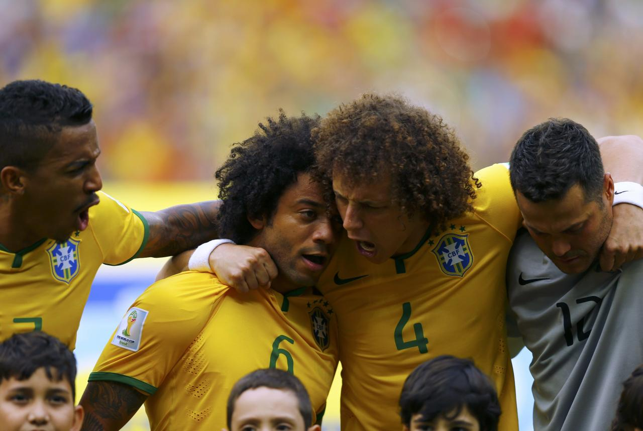 Brazil's Marcelo (L) and David Luiz sing the national anthem before the 2014 World Cup Group A soccer match between Brazil and Mexico at the Castelao arena in Fortaleza June 17, 2014. REUTERS/Marcelo Del Pozo (BRAZIL - Tags: TPX IMAGES OF THE DAY SOCCER SPORT WORLD CUP)