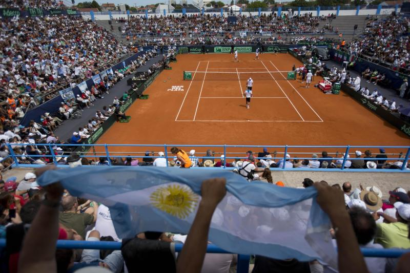 Italy takes 2-1 lead over Argentina in Davis Cup