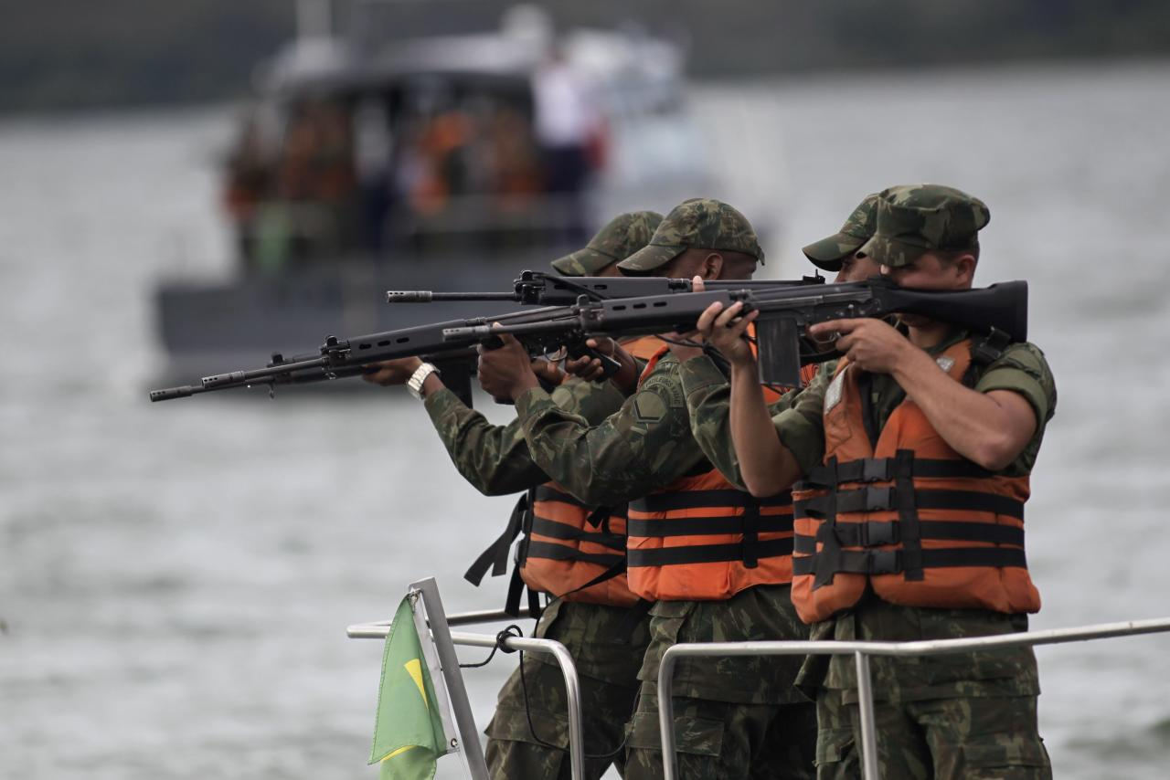 "Navy soldiers take aim during simulation exercise Operation ""Amazonia Azul"" (Blue Amazon), against the invasion of protected areas in Brasilia February 20, 2014. The operation aims to combat illegal activities on Brazilian waters and prepare Brazil's Navy for the 2014 World Cup, according to the Brazil's Naval operations command. REUTERS/Ueslei Marcelino (BRAZIL - Tags: MILITARY)"