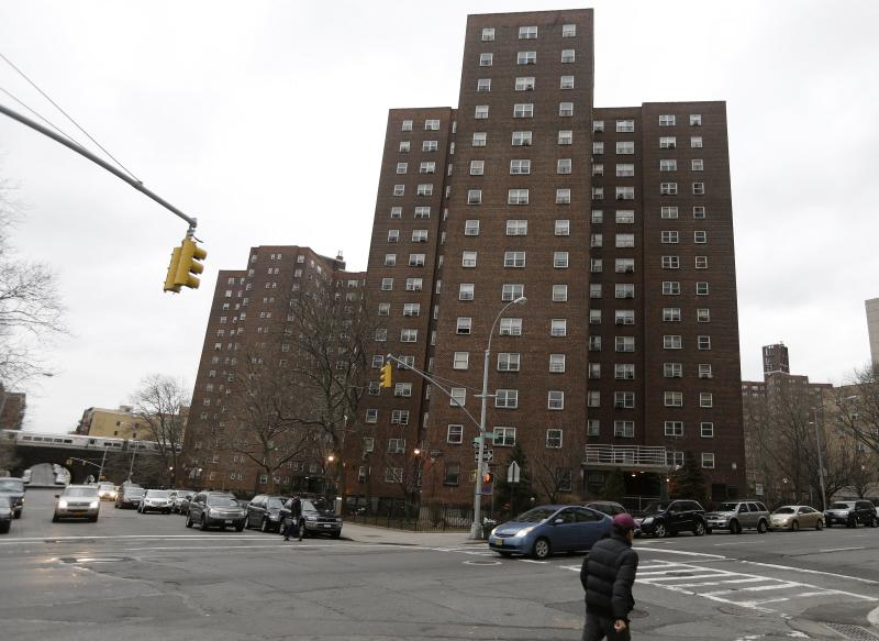 Pricey NY apartments to rise on public housing