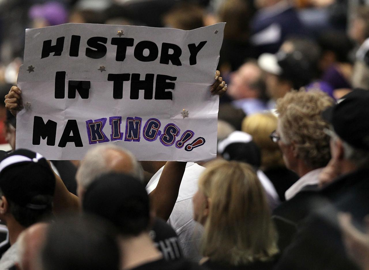 "LOS ANGELES, CA - JUNE 11:  A Los Angeles Kings fan holds up a sign ""History in the MaKings!!"" in Game Six of the 2012 Stanley Cup Final at Staples Center on June 11, 2012 in Los Angeles, California.  (Photo by Jeff Gross/Getty Images)"