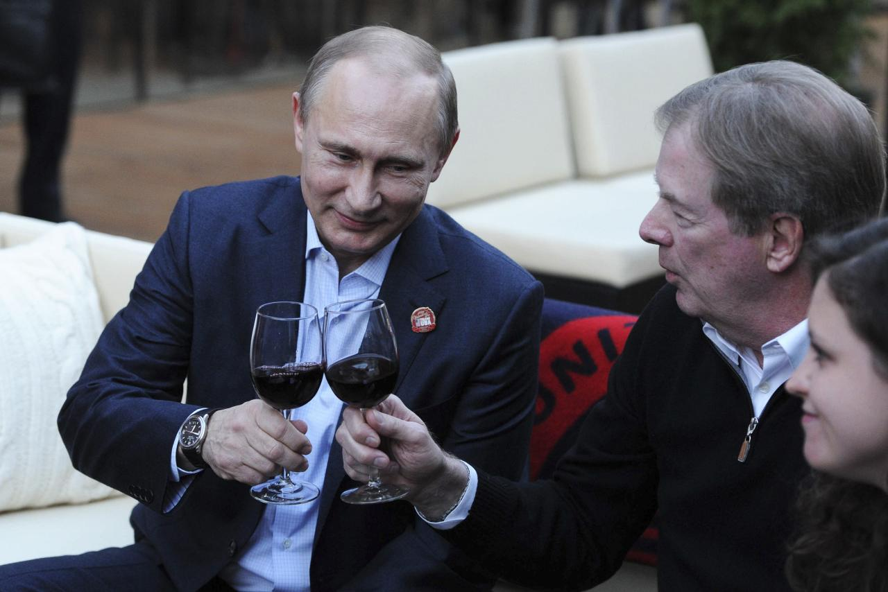 Russia's President Vladimir Putin (L) toasts as he visits Team USA House at the U.S. Olympic Committee headquarters in the Olympic Park during the Sochi 2014 Winter Olympics Games, February 14, 2014. REUTERS/Mikhail Klimentyev/RIA Novosti/Kremlin (RUSSIA - Tags: POLITICS OLYMPICS SPORT) ATTENTION EDITORS - THIS IMAGE HAS BEEN SUPPLIED BY A THIRD PARTY. IT IS DISTRIBUTED, EXACTLY AS RECEIVED BY REUTERS, AS A SERVICE TO CLIENTS