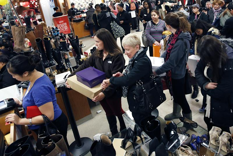 Mass. shoppers line up in cold to snag bargains