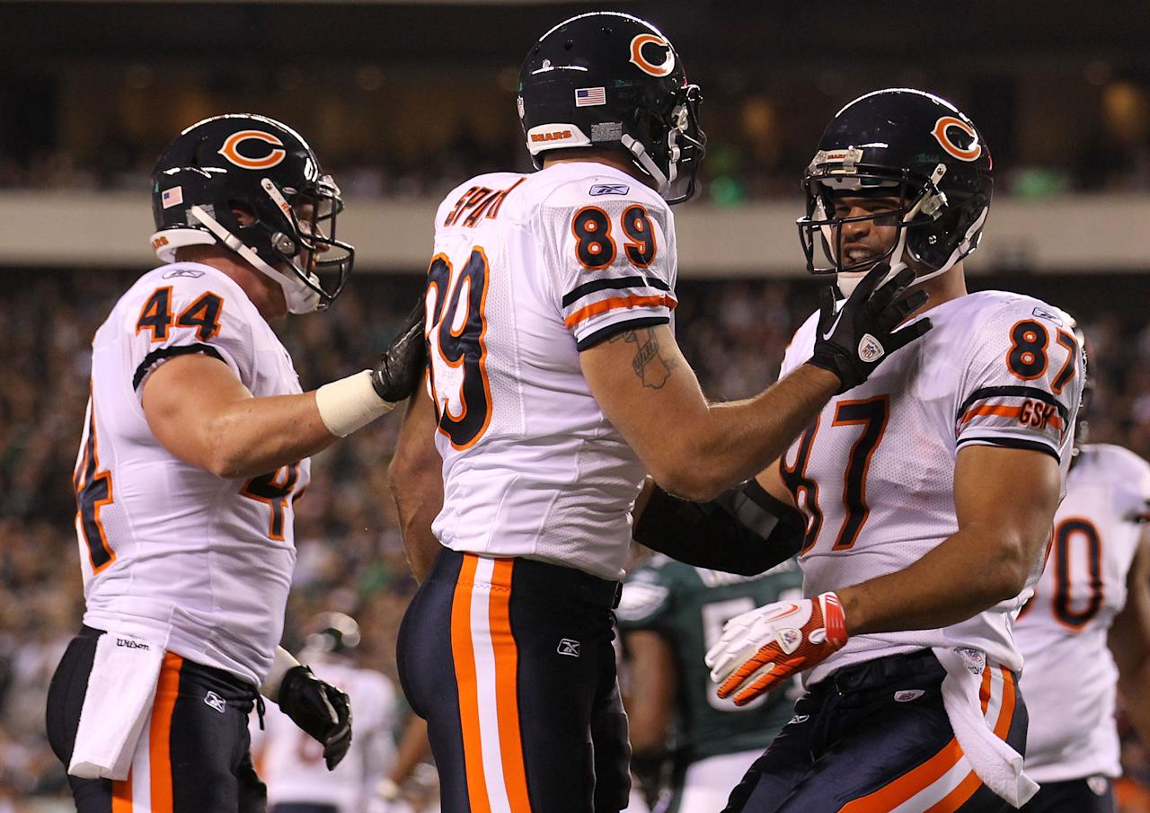 PHILADELPHIA, PA - NOVEMBER 07:  Matt Spaeth #89 of the Chicago Bears celebrates his touchdown with teammates  Kellen Davis #87 and  Tyler Clutts #44 during the first quarter of the game against the Philadelphia Eagles at Lincoln Financial Field on November 7, 2011 in Philadelphia, Pennsylvania.  (Photo by Nick Laham/Getty Images)