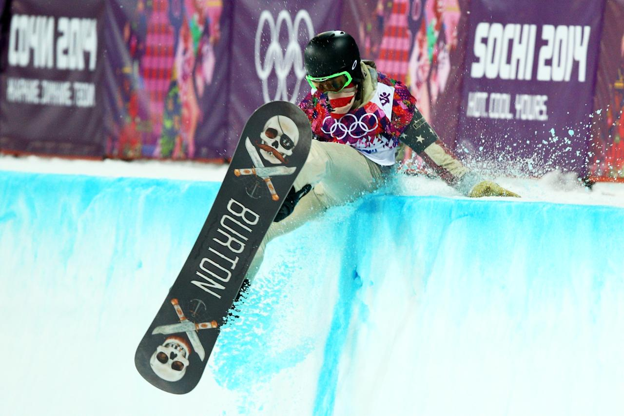 SOCHI, RUSSIA - FEBRUARY 11: Shaun White of the United States crashes out in the Snowboard Men's Halfpipe Finals on day four of the Sochi 2014 Winter Olympics at Rosa Khutor Extreme Park on February 11, 2014 in Sochi, Russia. (Photo by Cameron Spencer/Getty Images)