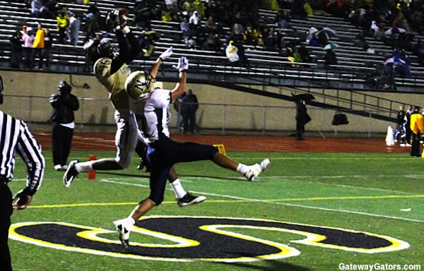 Gateway football competes against Norwin