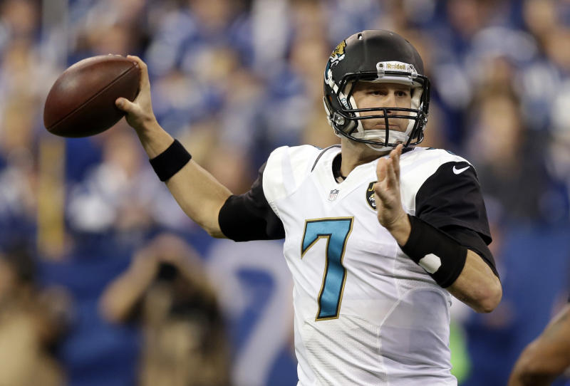 Jaguars re-sign QB Henne to 2-year contract