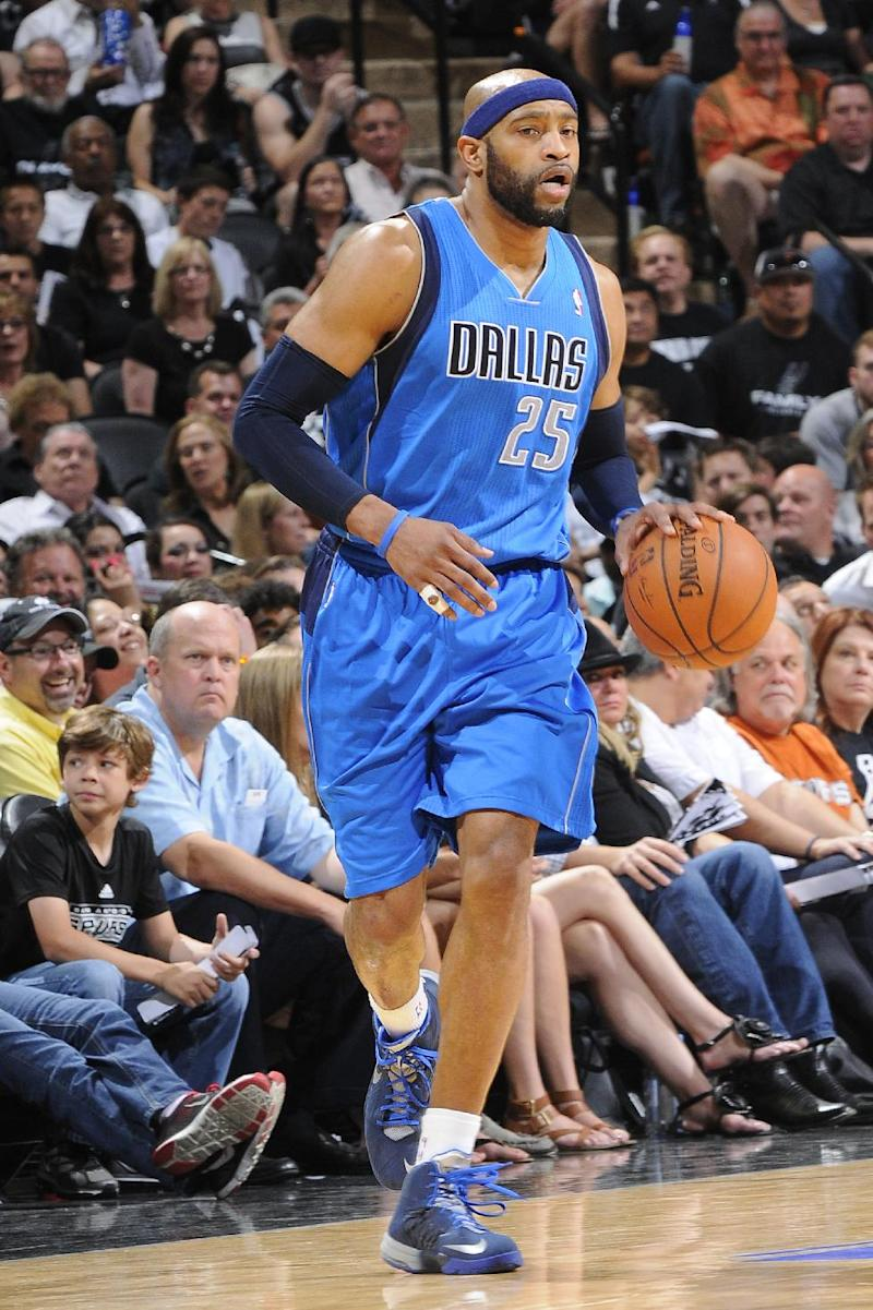Grizzlies take shot in signing guard Vince Carter