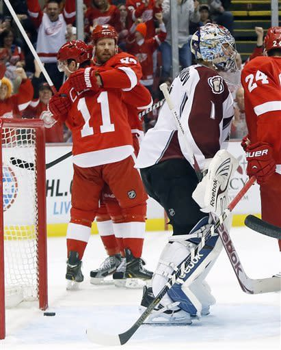 Red Wings hold on to beat Avalanche 3-2