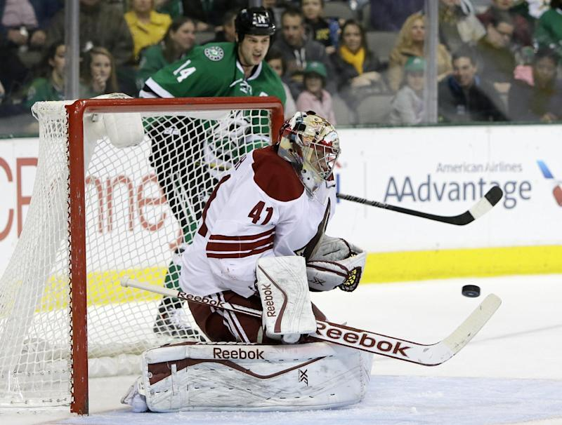 Lehtonen has 26 saves, Stars beat Coyotes 2-1