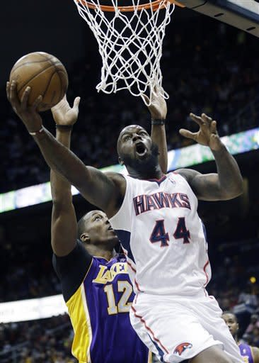Short-handed Hawks beat Lakers 96-92, Bryant hurt