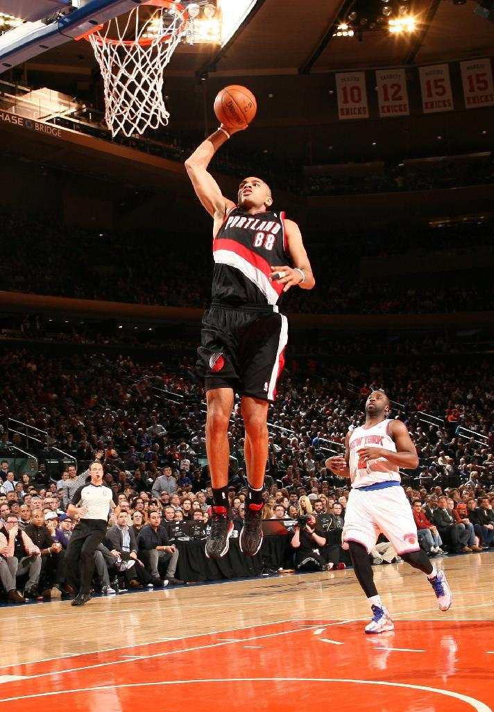 Blazers shoot poorly but hold off Knicks, 94-90
