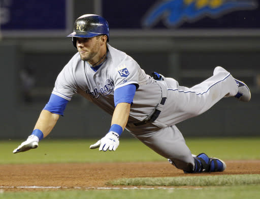 Royals top Twins 4-3 for 8th straight win