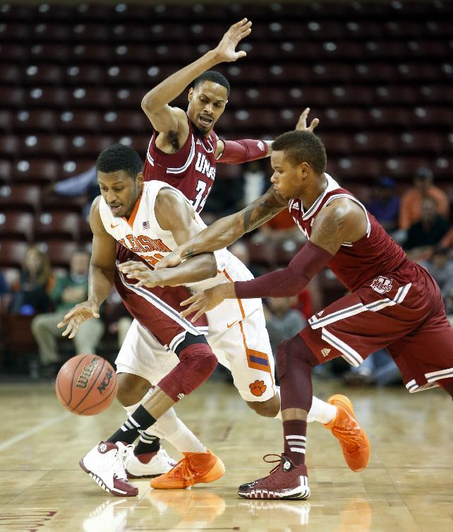 Lalanne's 20 points lead UMass to 62-56 win