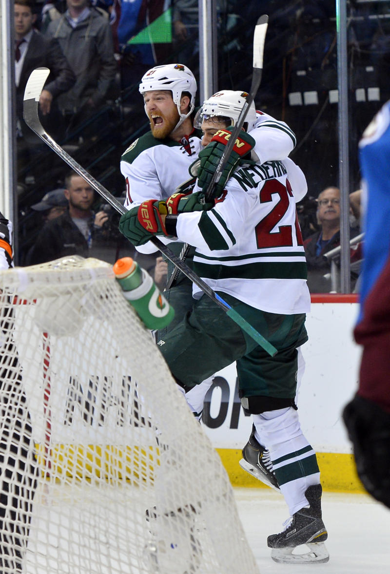 Wild move on to face Blackhawks in 2nd round