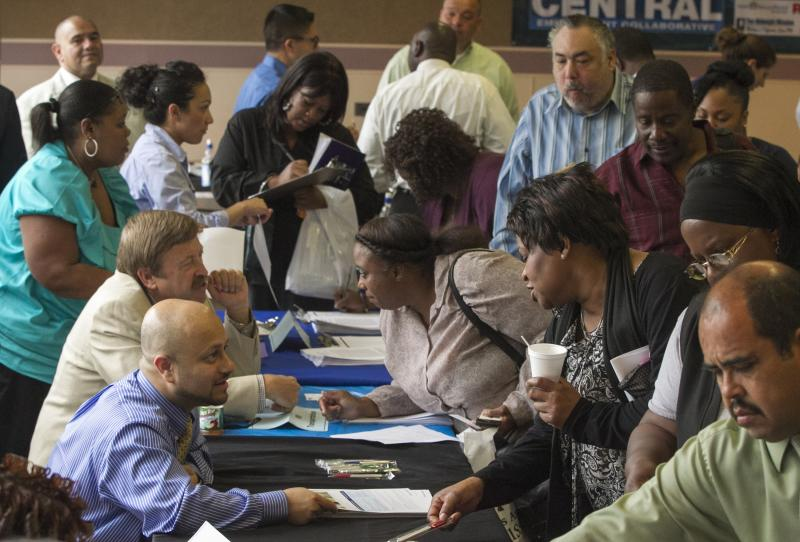 More Americans quit jobs, a sign of confidence
