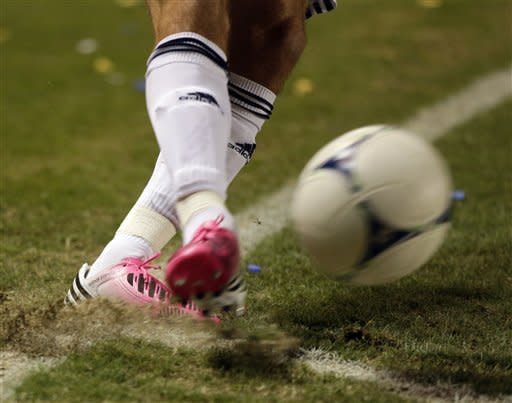 Los Angeles Galaxy's David Beckham kicks from the corner during the first half of an MLS Western Conference finals soccer game against the Seattle Sounders, Sunday, Nov. 11, 2012, in Carson, Calif. (AP Photo/Chris Carlson)